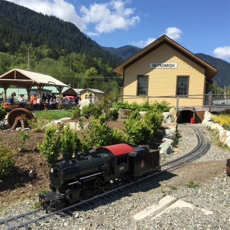 GN 410, a 2-6-0, basks in the sun at Skykomish depot.